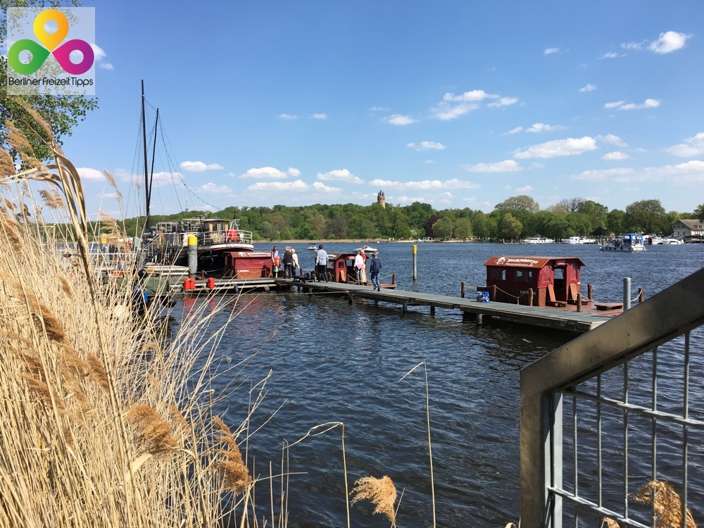 Ein Floß bei Huckleberry Tours – Floßstation in Potsdam mieten