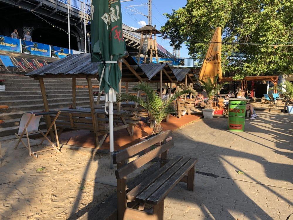Strandbar gestrandet an der Janowitzbrücke im Mitte