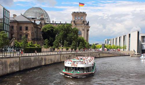 Schiff-Belevue-Reichstag