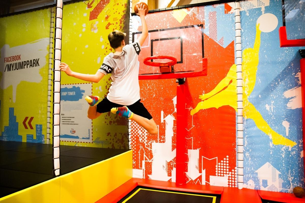 Bild Trampolin springen Basketball