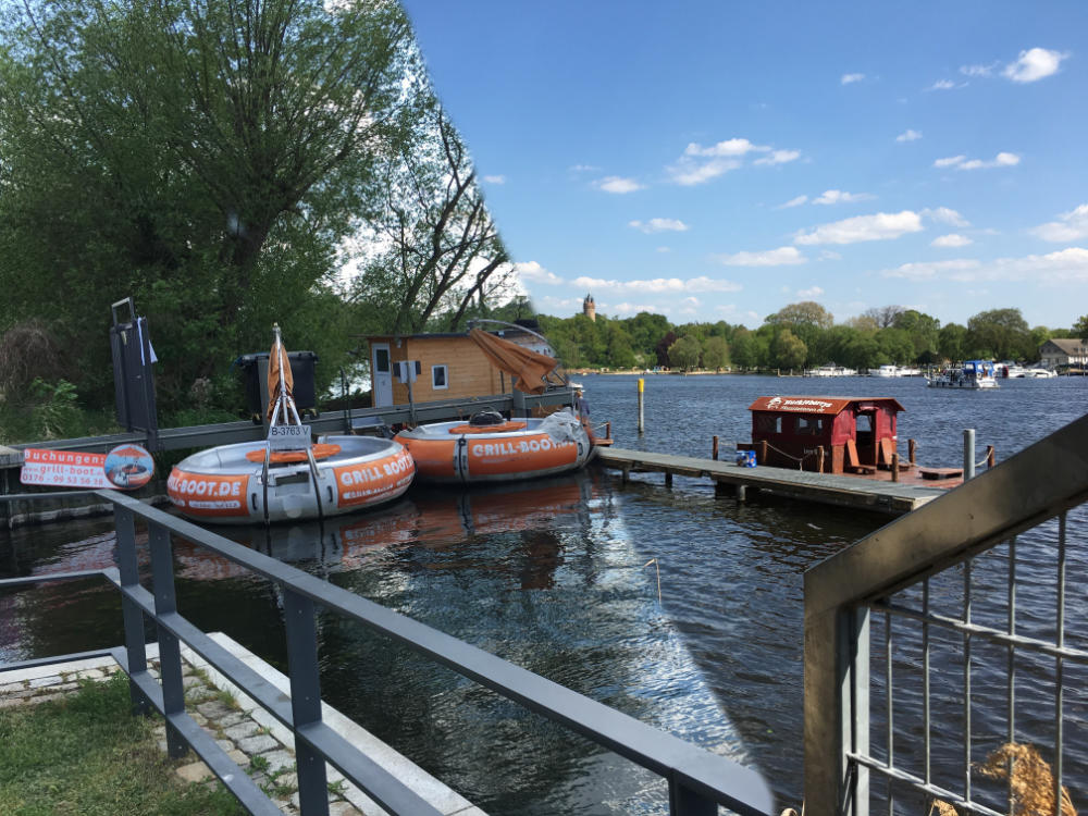 Hausboot Floß oder Grillboot ausleihen Berlin