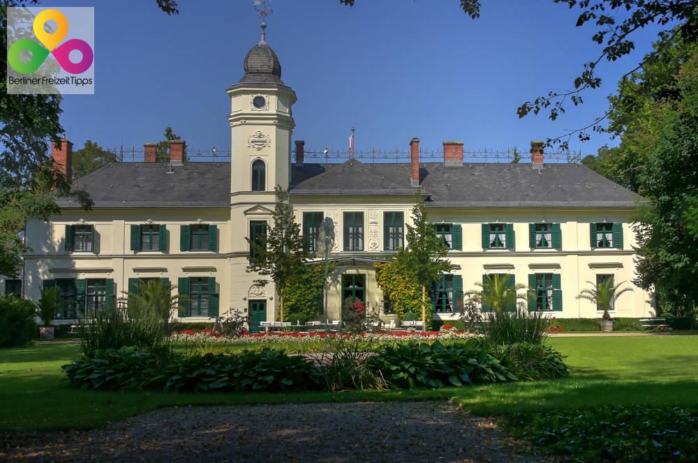 Gutshof und Schloss Britz in Berlin Neukölln