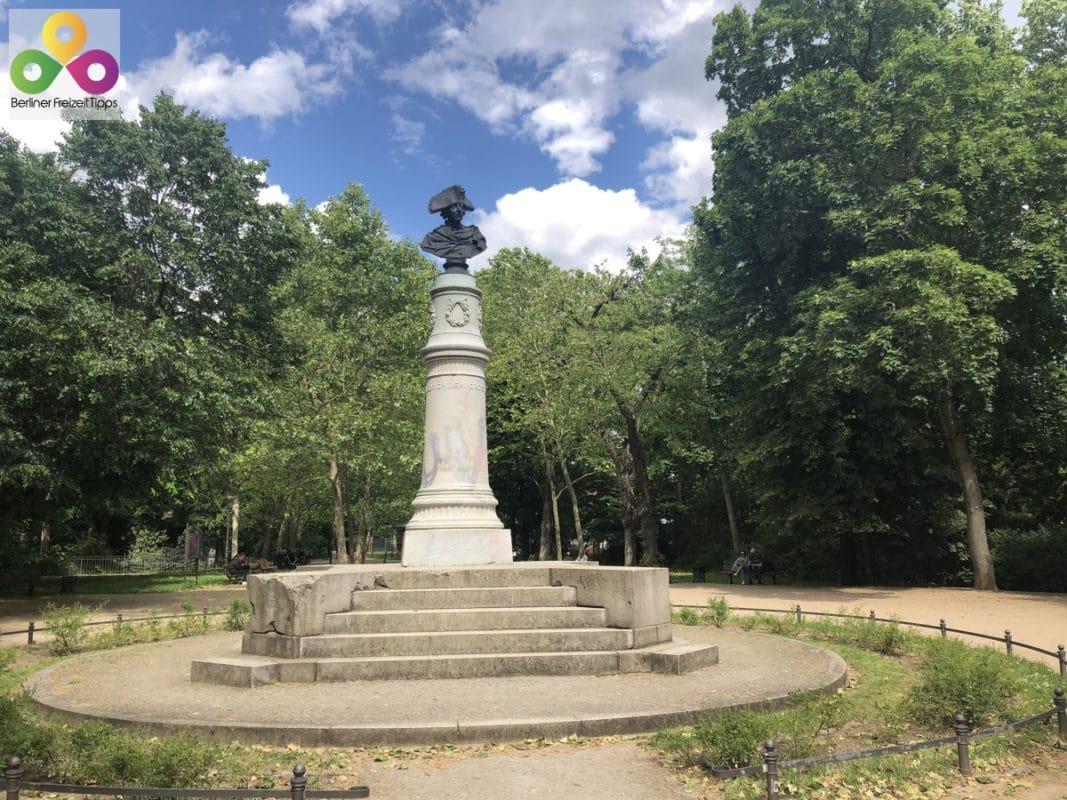 Statue Friedrich Wilhem der Zweite Volkspark Friedrichshain