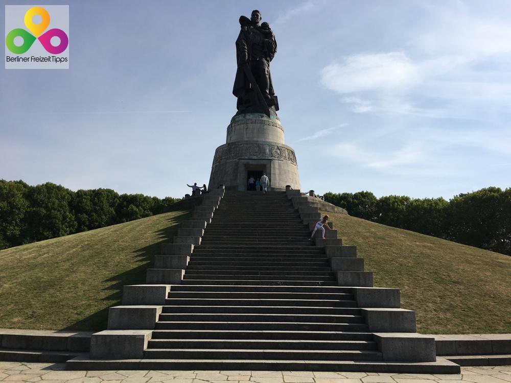 Bild russisches sowjetisches Ehrenmal Treptower Park